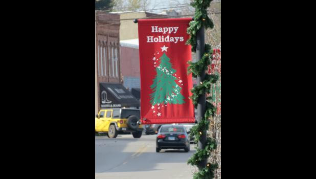 The Christmas holiday season begins this week. Holiday season banners and lights can be seen along streets in the City of Anna. The banners and other decorations were placed by Anna city workers. Thanksgiving Day is Thursday, Nov. 26. Christmas Day is Friday, Dec. 25, with New Year's Day following on Friday, Jan. 1, 2021.