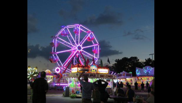The image shows the ferris wheel at the Union County Fair in Anna lit up during totality. Photo by Amber Filbeck.