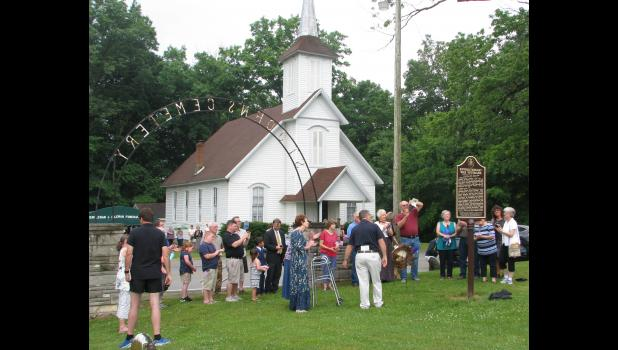 A plaque honoring American Revolutionary War veterans was unveiled last Saturday afternoon during a ceremony which was held at the historic St. John's Lutheran Church Cemetery near Dongola.