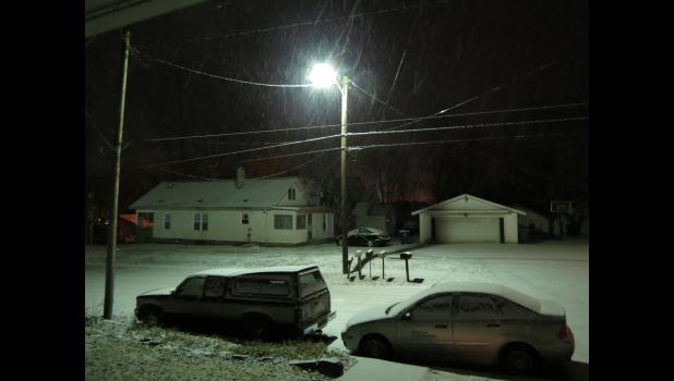 Brrrr, brrrr, brrrr, lookin' out my front door. Snow was falling Wednesday night, Jan. 30, in our little  corner of the world. Which was surprising. According to the forecast, the snow should not have been falling south of the Union-Jackson county line. I'm just sayin'...